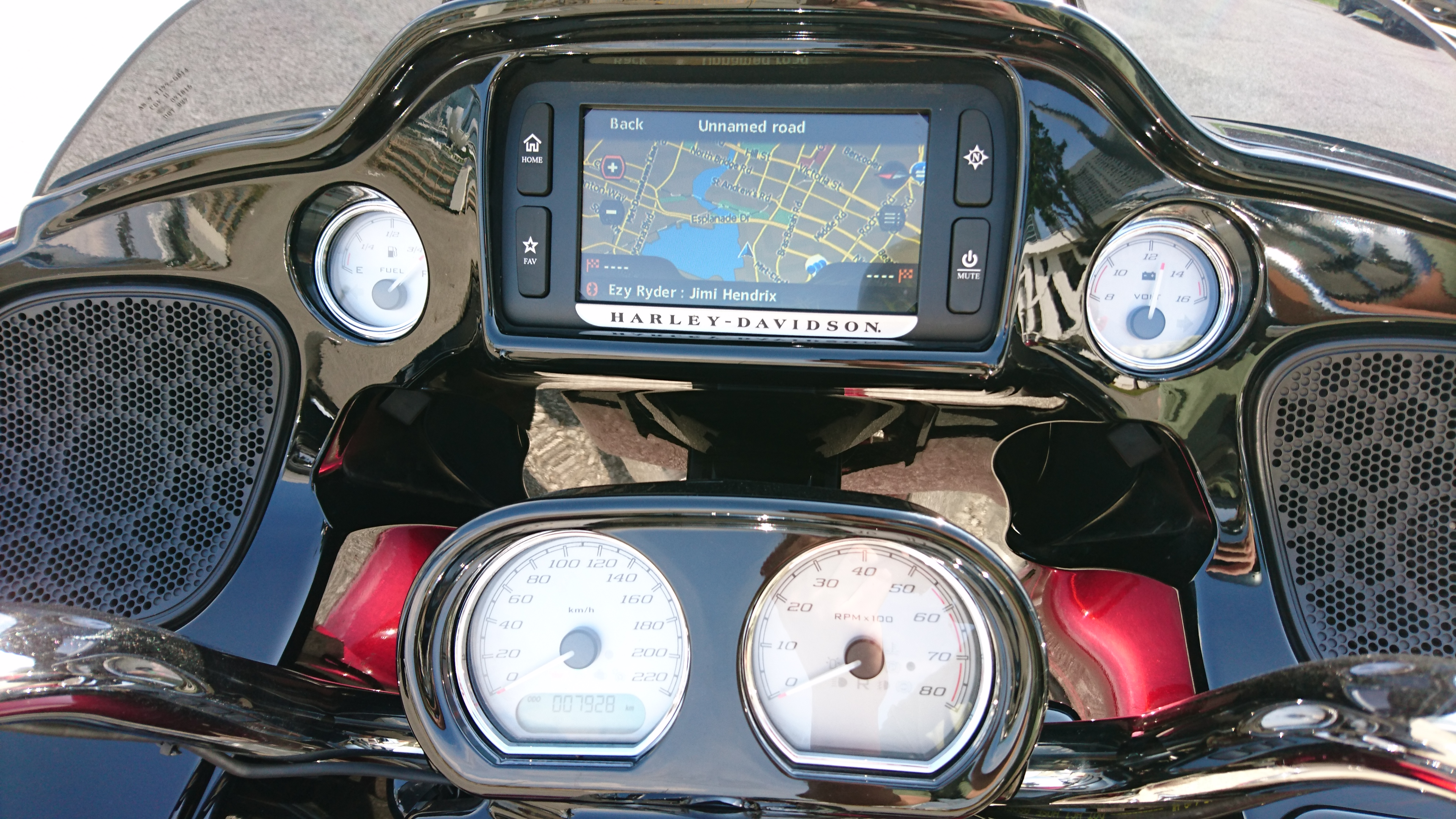 Crystal clear display on Harley Davidson Street Glide Special