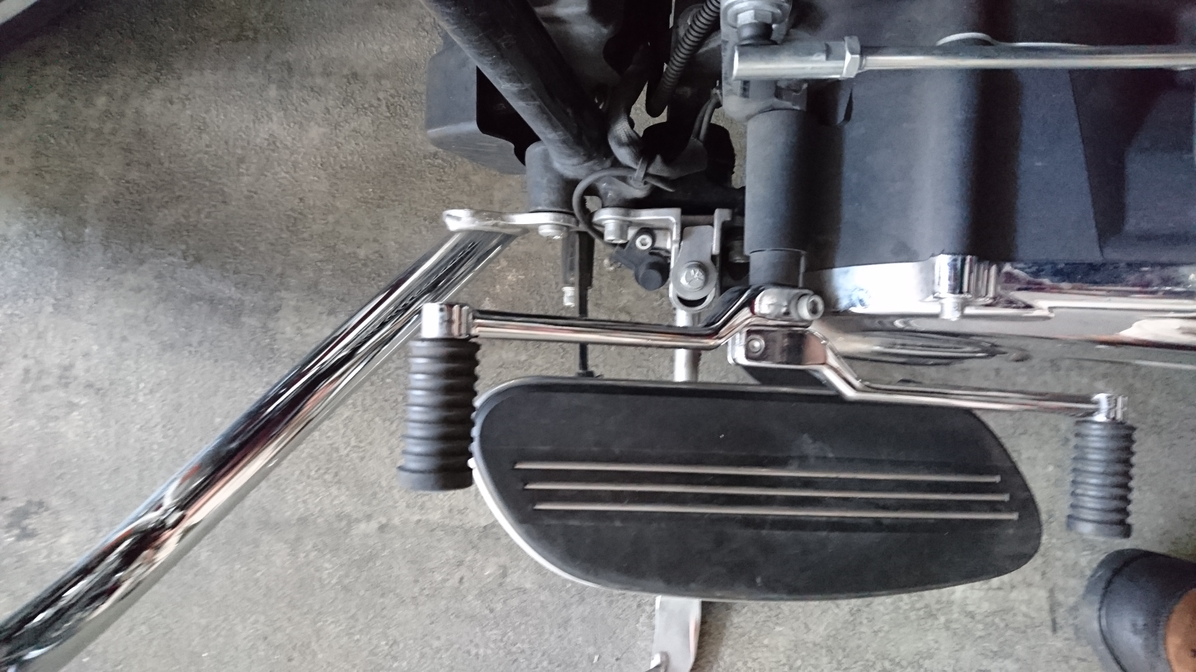 Side stand catch and floorboard on the Street Glide