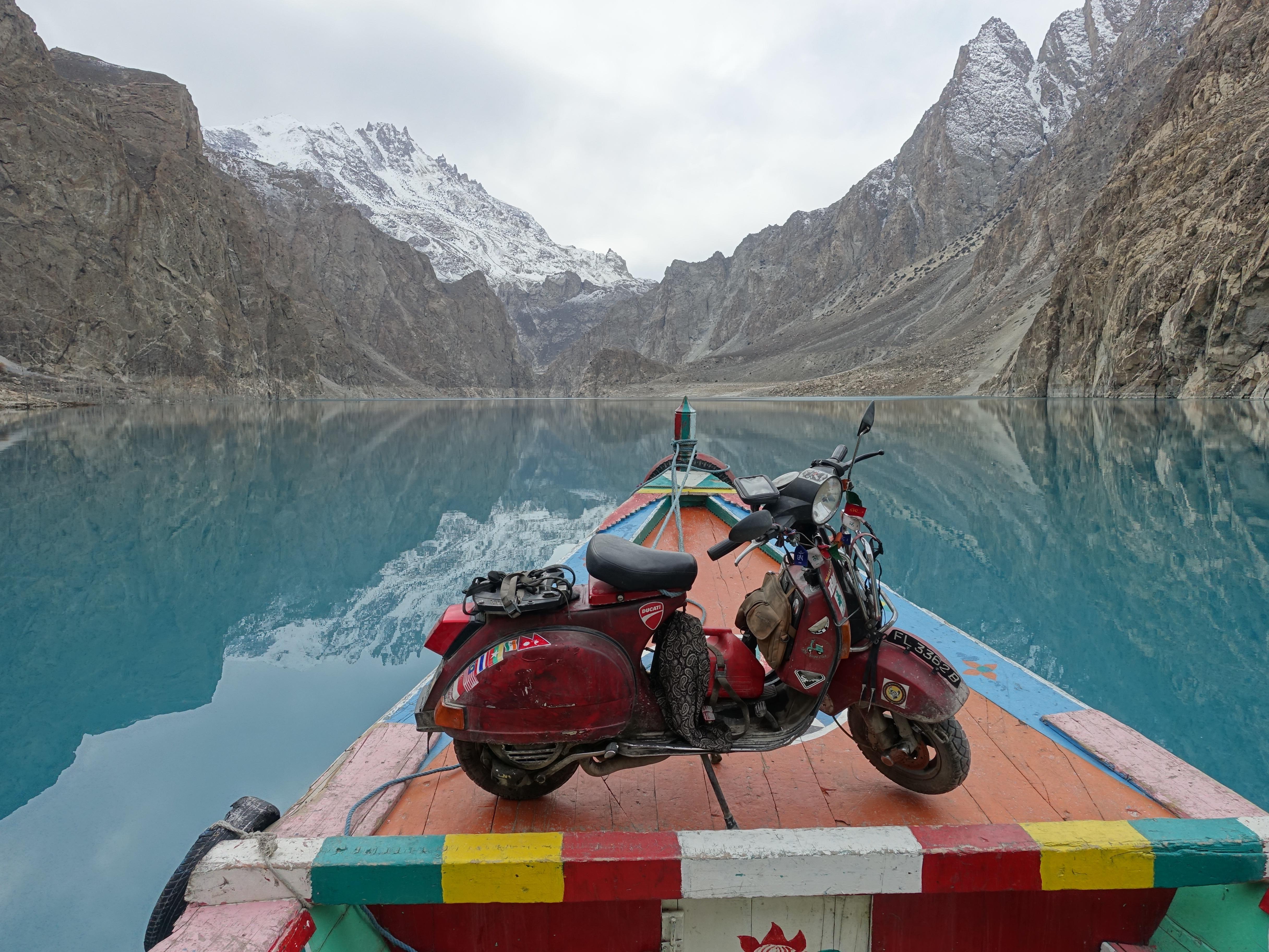 Pakistan, Attabad Lake.jpg