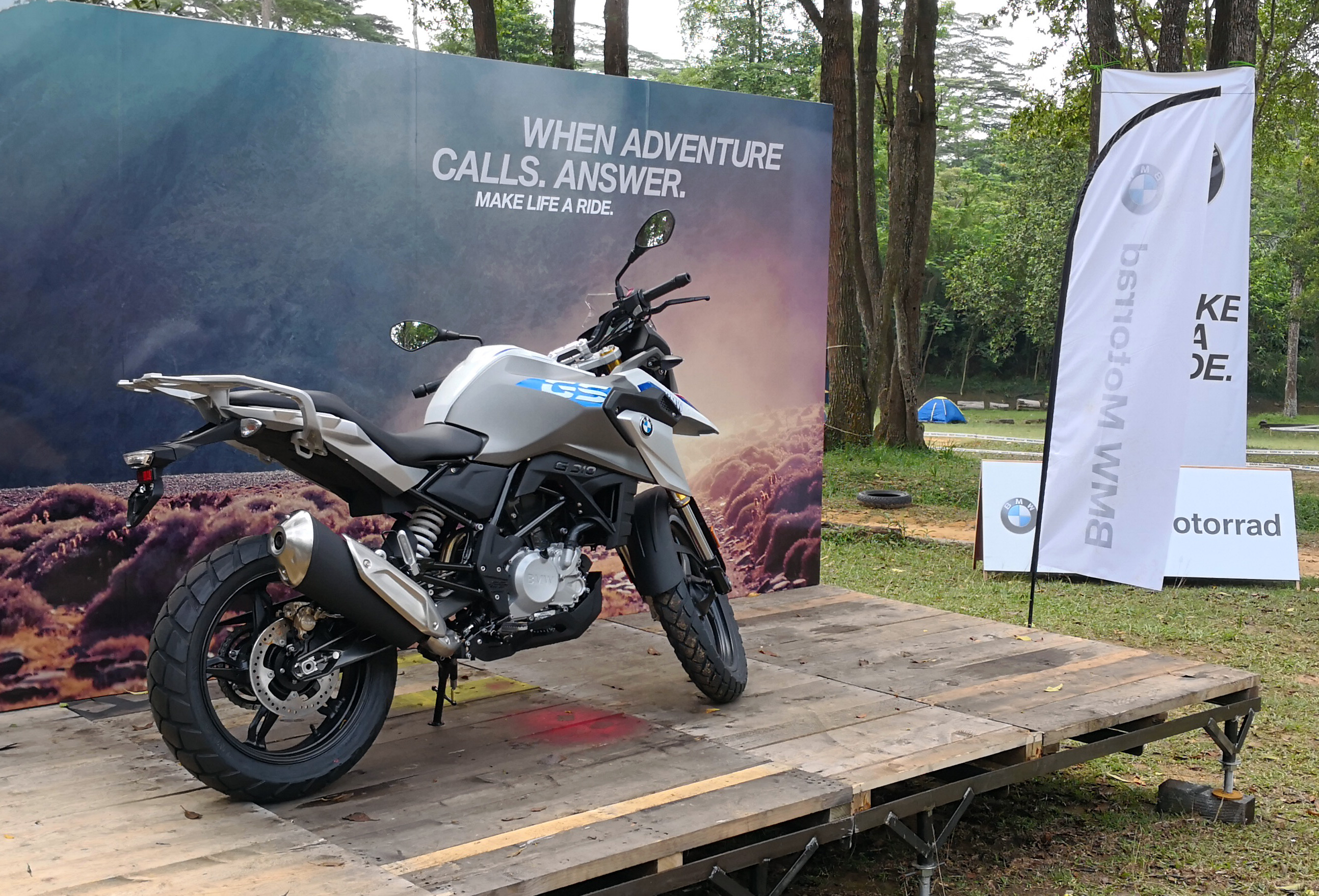 New BMW G310GS in Cosmic Black